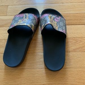 Used Gucci slides 8